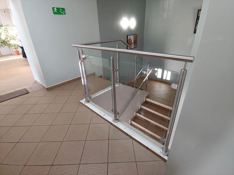 barierka przy schodach wbudynku